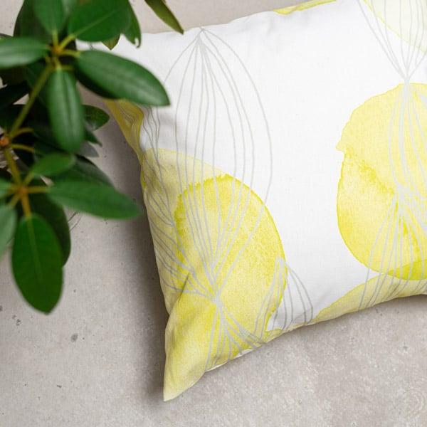 Krookus, keväisen keltainen tyynynpäällinen