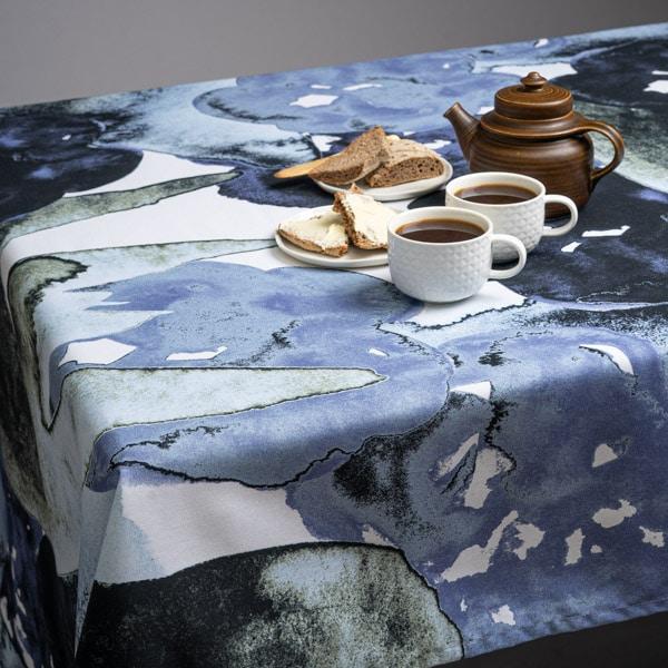 Pöytäliina Kukkiva 150 x 260 cm, 2 väriä
